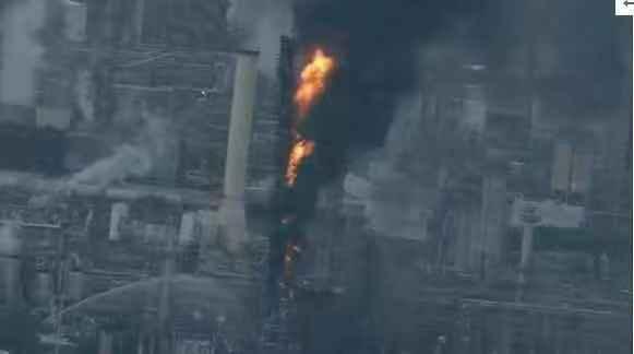 美孚石油公司位于美国得州的一处炼油厂着火
