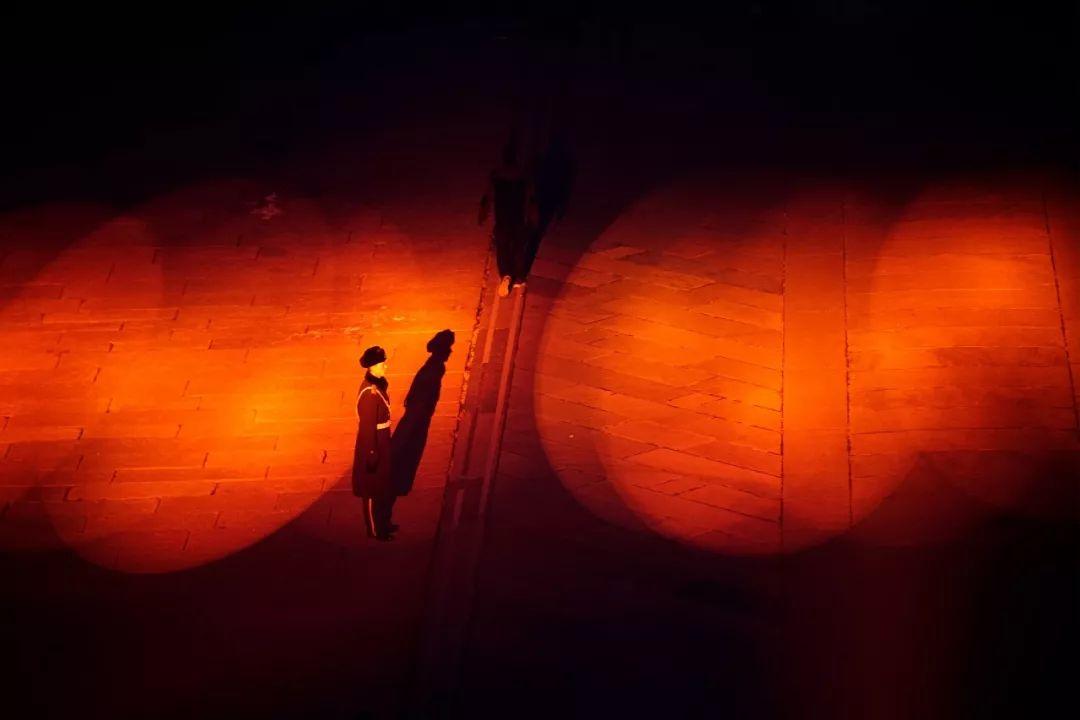 """∆ 2019年2月19日,在故宫博物院""""紫禁城上元之夜""""站岗的军人。"""