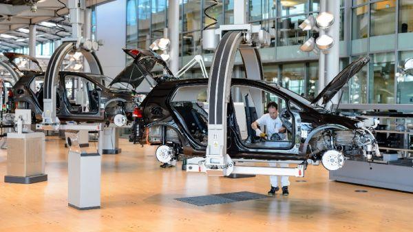 大众位于德国德累斯顿的一条电动汽车生产线(美国连线杂志网站)