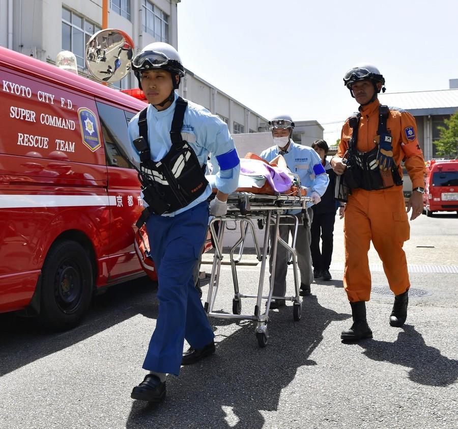 中暑患者被送去医院(共同社)