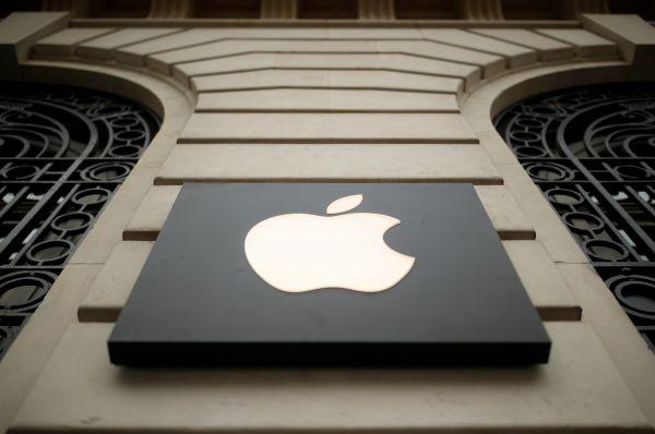 这是2019年4月10日在法国巴黎拍摄的苹果公司标识。 (新华社/路透 )