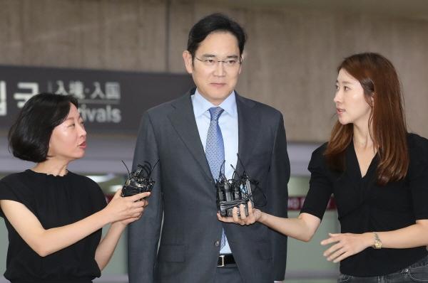李在镕紧急赴日协商6天后,返回韩国(韩联社)