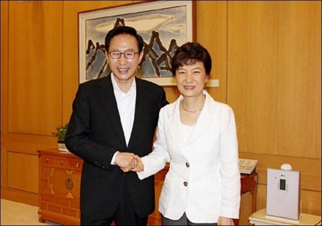 尹锡悦曾将朴槿惠和李明博双双送监狱