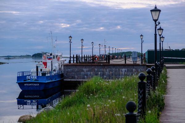 这是7月10日拍摄的俄罗斯阿尔汉格尔斯克州索洛韦茨基群岛港口。(新华社/卫星社 )