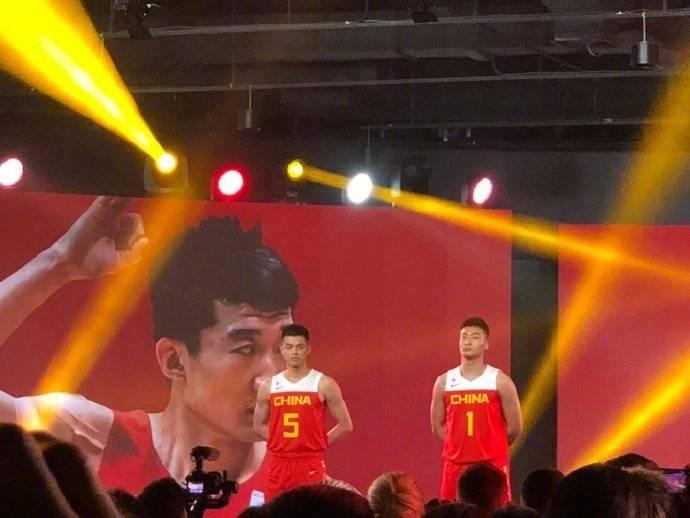 你喜欢吗?中国男篮世界杯最新战袍出炉 增加了部分白色系