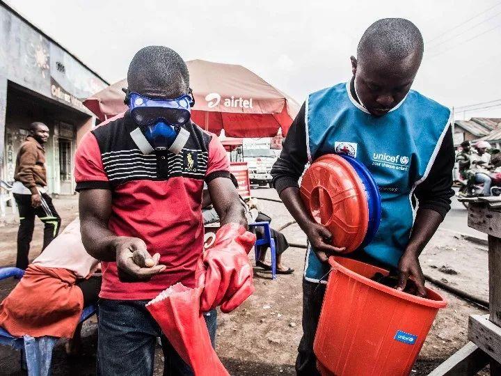 2019年7月31日,医护人员在刚果(金)戈马工作。新华社/法新