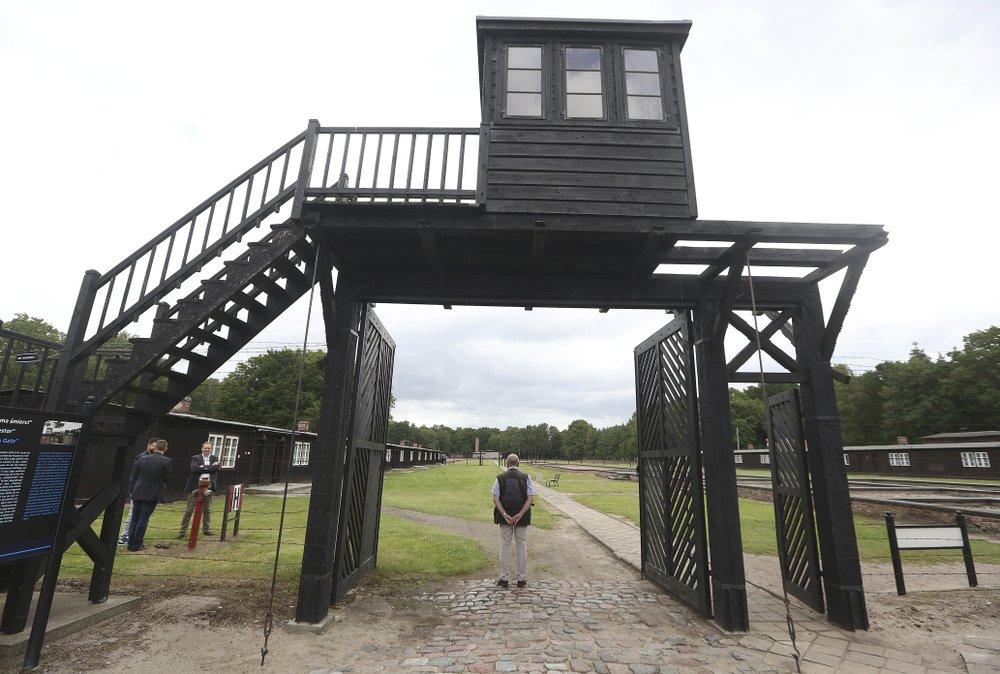 前納粹德國集中營木制大門(圖源:美聯社)