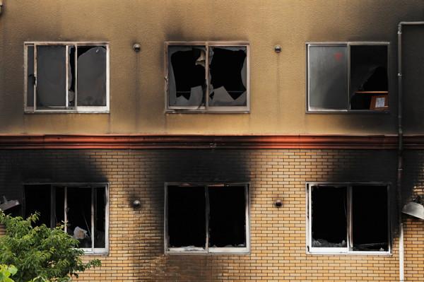 大火后的工作室大楼(图源:路透社)