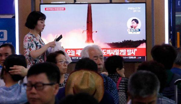7月31日,在韩国首尔,韩国媒体播出朝鲜进行发射活动的电视新闻。(新华社 美联社)
