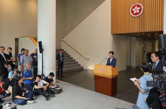 蛤主席怒斥香港记者_内地记者遭殴打 香港记协避重就轻:他没带记者证|大公报_新浪新闻