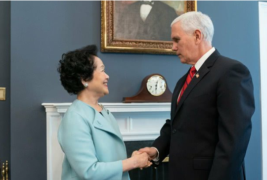 陈方安生(左)与美国副总统彭斯