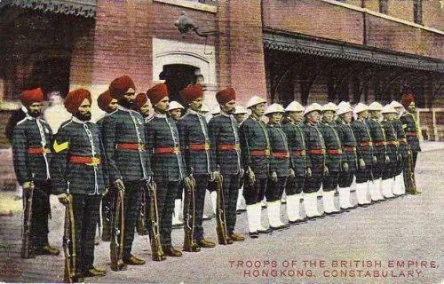 1906年明信片上的香港警察部队,印度裔警察可以拿枪,华人警察不许拿枪