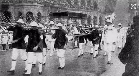 1922年英国爱德华皇储乘坐八抬大轿经过干诺道中