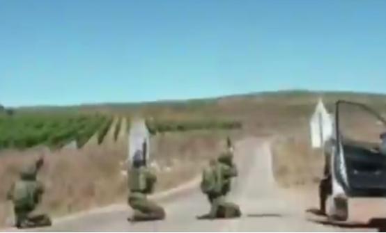 """疑似""""敌机""""展现,以色列士兵准备开火 图源:RT"""