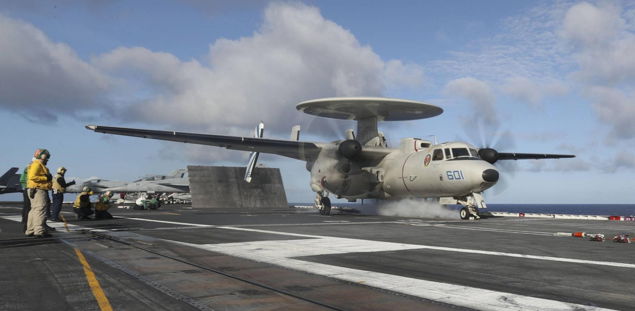 """""""林肯""""號上的E-2D預警機 圖源:美國海軍"""