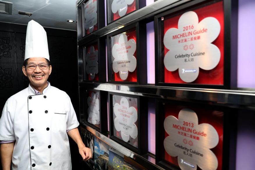 位于兰桂坊的名人坊餐厅总厨郑锦富连续十年获得米其林星级餐厅。新华社记者吴晓初 摄