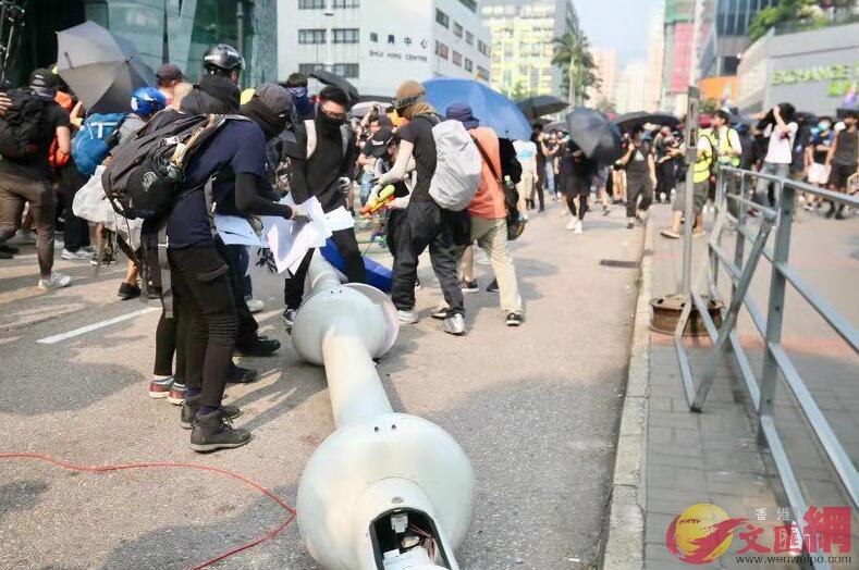 香港创科局表示,智慧灯柱供应商被迫退出,事件打击香港创科。(来源:文汇网)