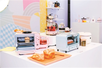 图为小熊电器系列产品
