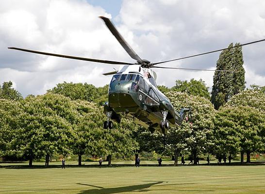 特朗普的直升机下落白金汉宫(图源:Getty)