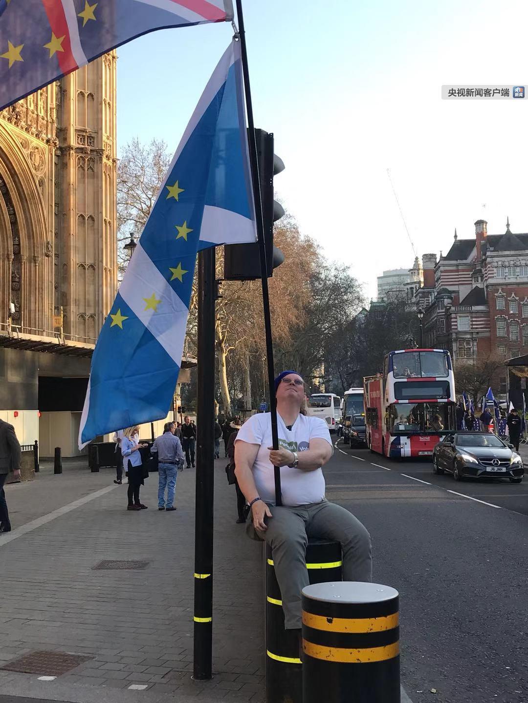 英國首相欲清除無協議脫歐障礙 英鎊應聲暴跌