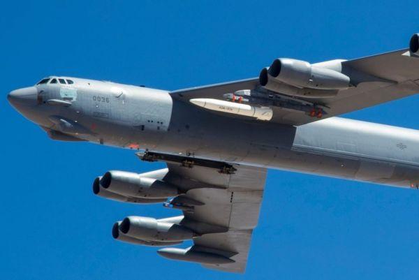 资料图片:美军B-52H轰炸机挂载AGM-183A高超音速导弹试飞(美国国防部)