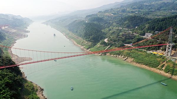国内跨度最大天然气主干管道悬索跨越主体工程完工