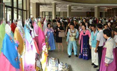 ▲4日,朝鲜全国服装展开幕(《劳动新闻》)