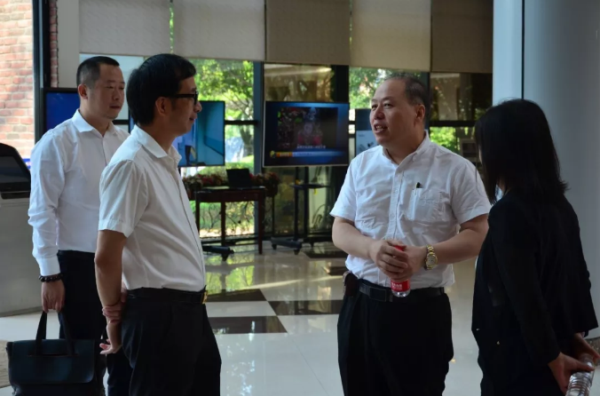 令狐恩强莅临重庆金山科技考察 产学研用助推中国消化内镜创新发展