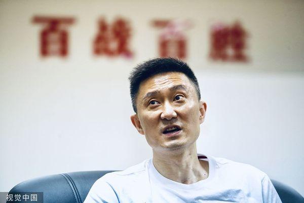 今年5月带领广东男篮夺冠的中国蓝队教练杜锋 @视觉中国