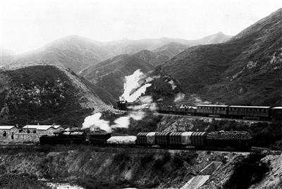 """""""礼赞70年""""系列报道之四十 从京张铁路到高铁第一"""