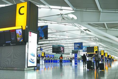 当地时间9日,英国航空公司飞行员开始举行大规模罢工。目前已有1500余次航班被迫取 消,28万名旅客出行将受到影响。图为空旷的希思罗机场。