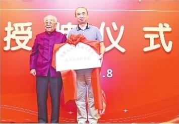 """94岁""""国药泰斗""""助力提升武汉中医药水准"""