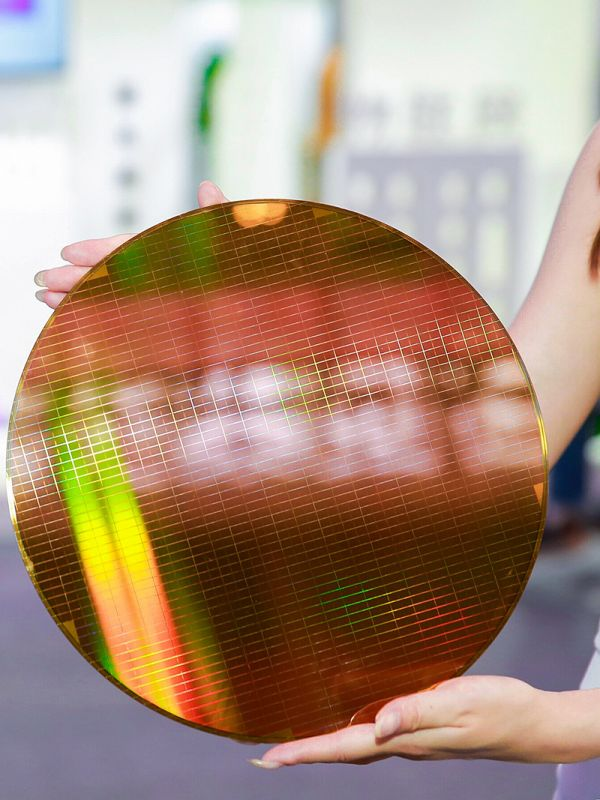 长江存储64层3D NAND闪存晶圆(长江存储官网)