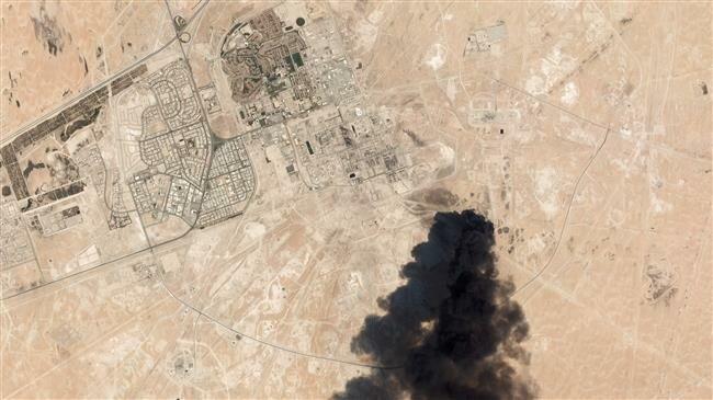 沙特两处石油设施遭无人机进攻,图为卫星照片。(图源:法新社)