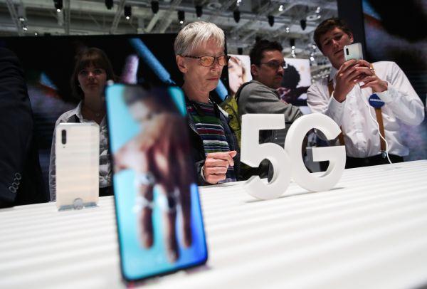 三星欲借首款5G智能手机Galaxy Note1...