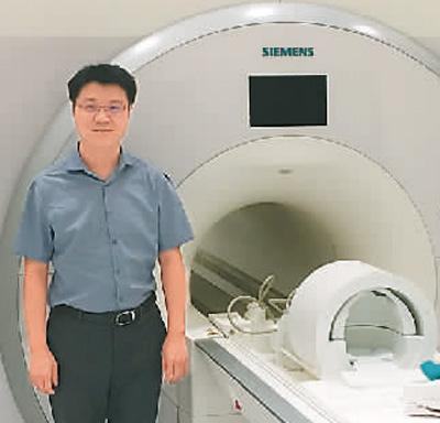 杨旗在美国加州大学洛杉矶分校生物医学影像中心实验室。受访者供图