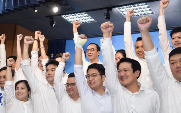 """韩国瑜竞选总部主委朱立伦11日上午发动近40位青年议员,成立""""新世代战斗团""""。"""