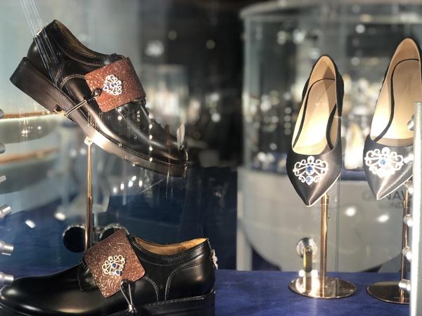 店内的鞋。
