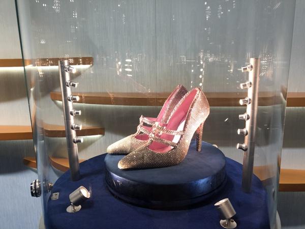 """价值3000万元粉钻鞋""""春灿"""""""