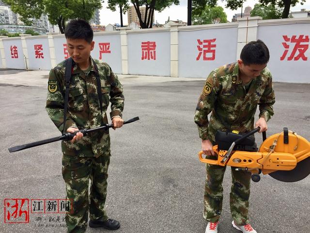 单兵暴力破拆撬棒 图源:浙江新闻
