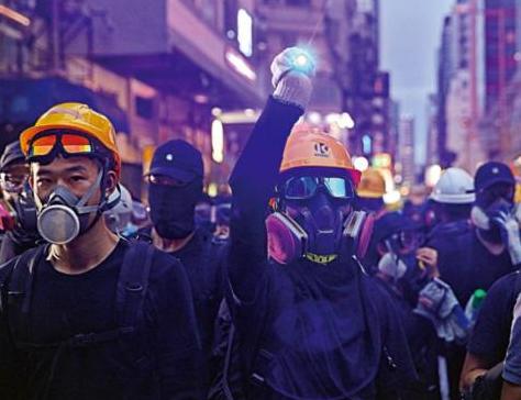 乱港分子承认:台一夜之间送大量头盔 像蚂蚁搬家