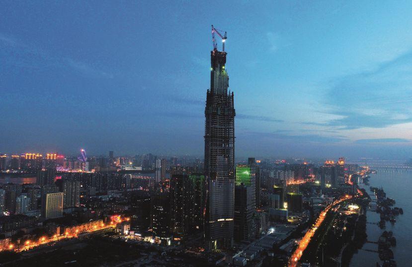 (资料图片)建设中的武汉绿地中心大楼。图/中新