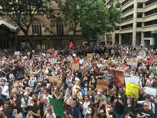 悉尼街头的抗议人群