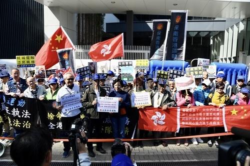 香港市民全力支持警察加薪:他们实在太辛苦