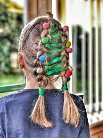 """非常应景的""""圣诞树""""发型(图源:《镜报》)"""