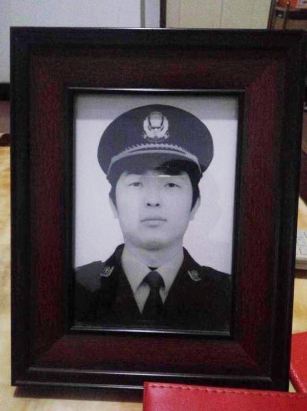 狱警赵凯的遗像。家属供图