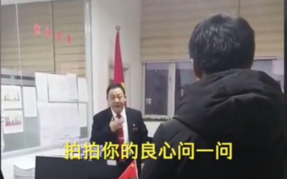 """李海明指摘欠薪企业负责人。 新京报""""吾们视频""""截图"""
