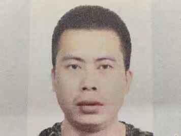 西安一名毒贩刺伤了警察,但是逃跑的嫌疑人仍然在逃。