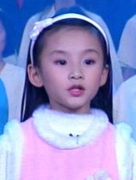 △容韵琳9岁,1999年参加中央电视台春节联欢晚会演唱《七子之歌》