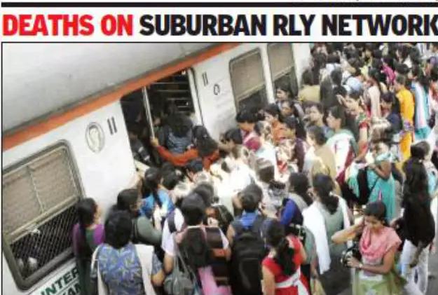 印度22岁美女挤不进火车只能抓住门把手 跌落致死